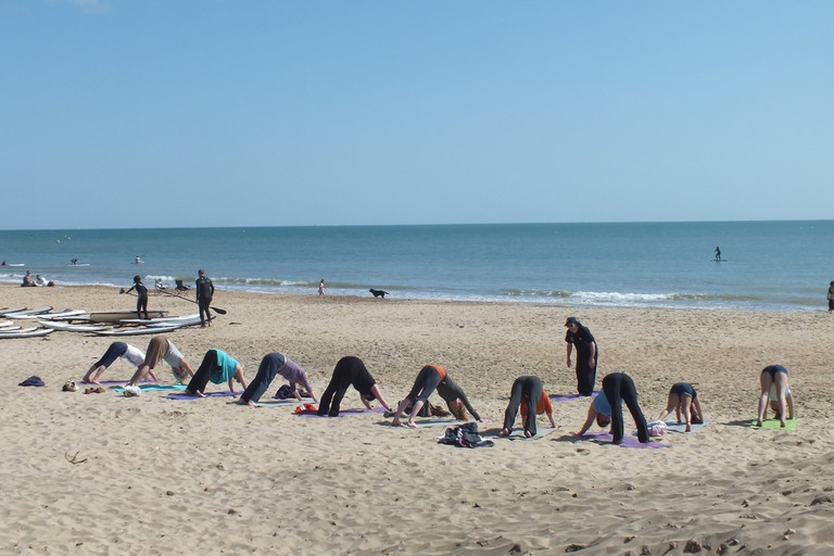 Yoga on the beach |© Lets Go Out/Flickr