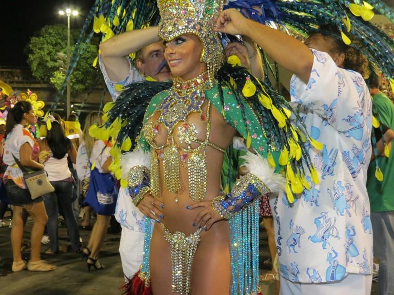 Samba dancer costume  © Carnaval.com Studios/Flickr