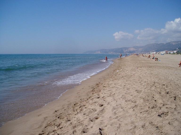 Castelldefels Beach | ©Eva11975 (public domain)