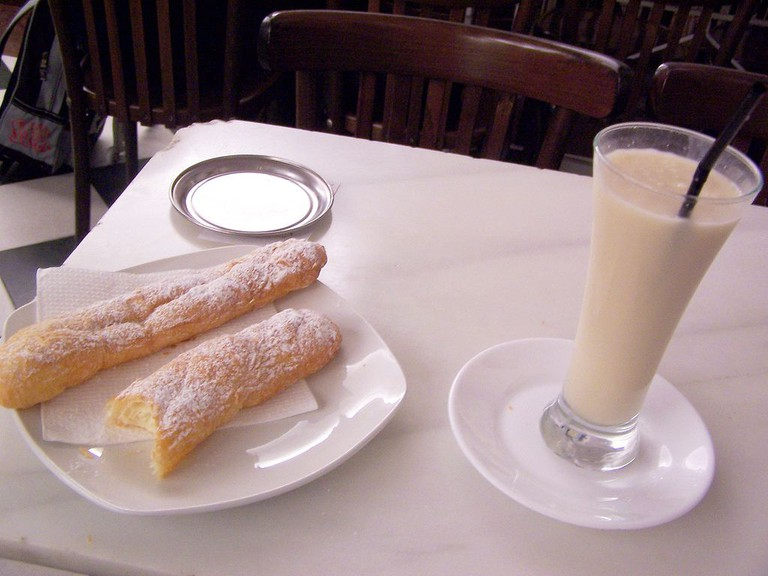 Horchata de chufa | ©Photocapy [CC BY-SA 2.0 (http://creativecommons.org/licenses/by-sa/2.0)], via Wikimedia Commons