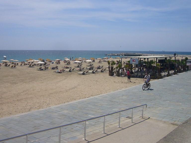Platja del Bogatell, Barcelona | ©Jordiferrer via Wikimedia Commons