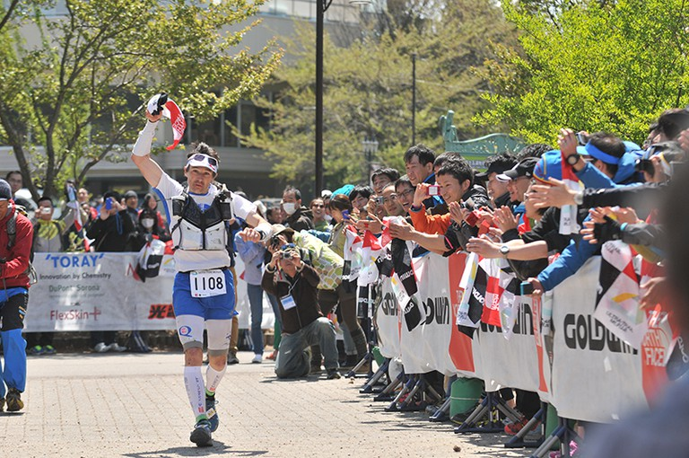 Crossing the finish line at Ultra-Trail Mt. Fuji   © Guillaume LOUIS/WikiCommons