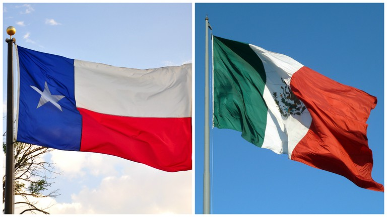 Texas flag | © Kimberly Verdeman/Flickr / Mexico flag | © Rob Young/Flickr