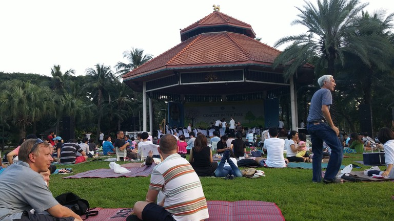 Concert in the park, free entertainment at Lumpini