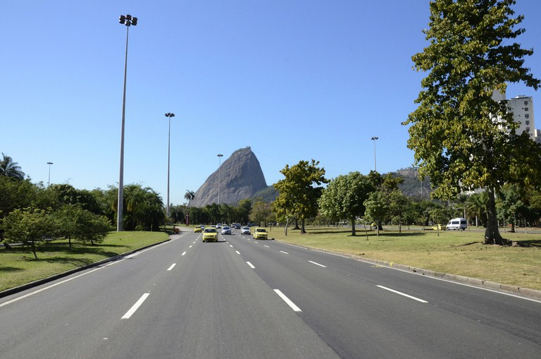 The Sugar loaf meets the main road next to Flamengo Park | © Alexandre Macieira | Riotur/Flickr