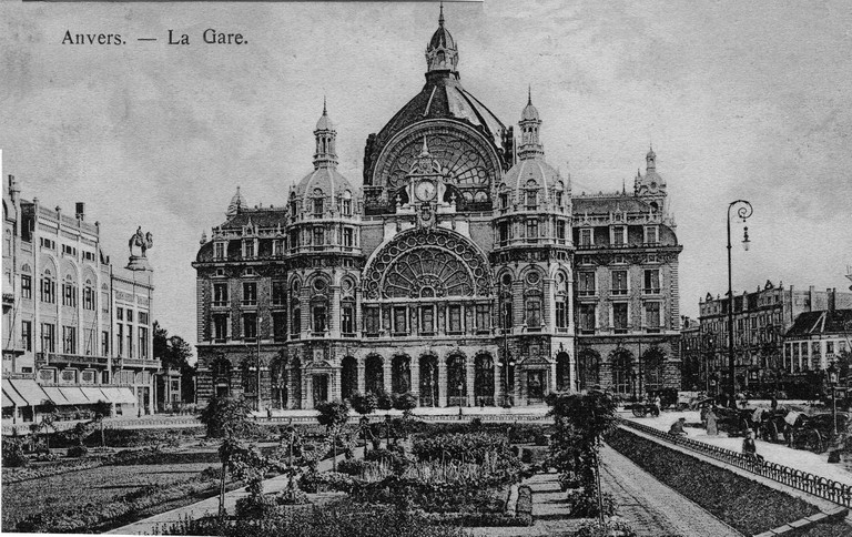Circa 1910: Antwerpen Central Station in full glory, just a few years after its completion in 1905 | Wikimedia Commons/public domain