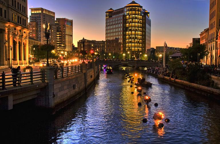 Waterfire lighting | © liz west/Flickr
