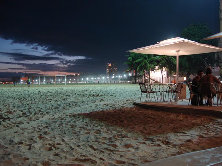 Kiosk in Copacabana at night |© Jorge Láscar/Flickr