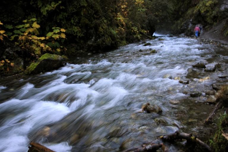 Stream at Thunderbird Falls - Near Anchorage, Alaska | © TravelingOtter/Flickr