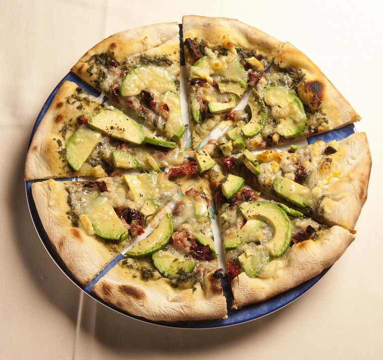 California-style pizza © California Avocados/Flickr