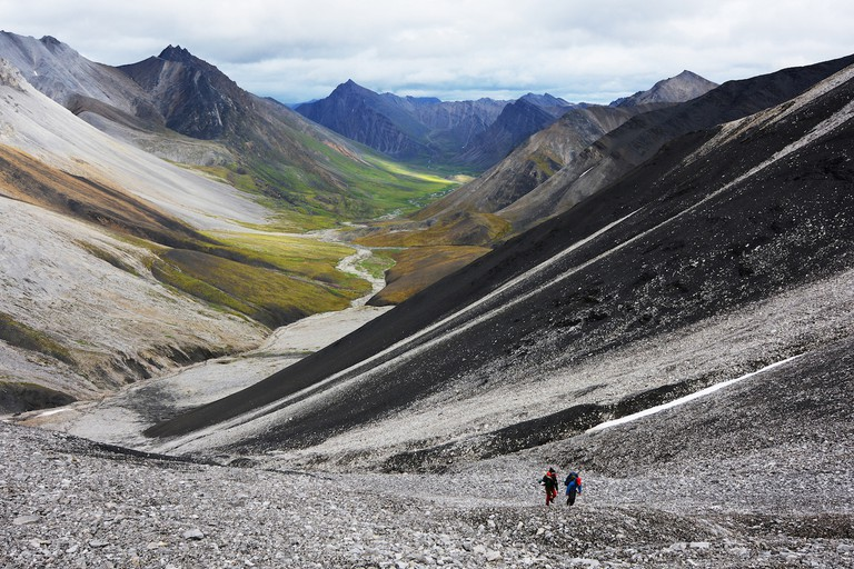 The long, but scenic, slog up to the second pass in Gates of the Arctic National Park, Brooks Range Mountains, Alaska | © Paxson Woelber/Flickr