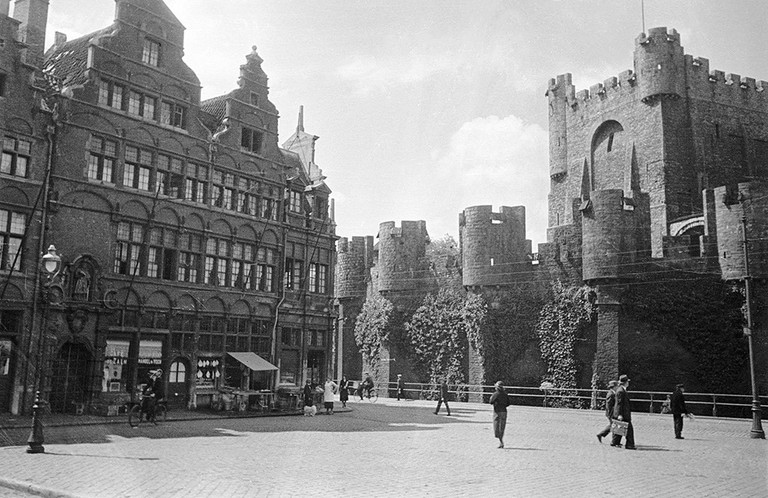 Circa 1934: Ghent's Gravensteen Castle seen from Place Saint Pharailde | © Swedish National Heritage Board/Flickr