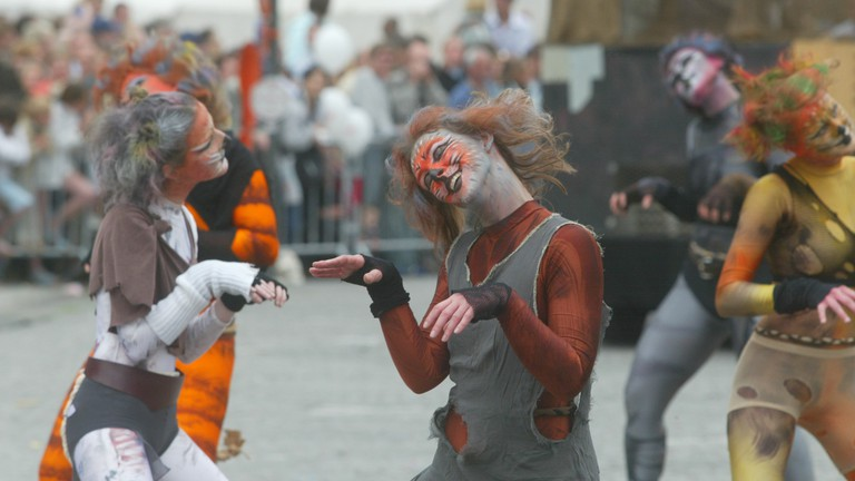 Frolicking felines during the 2006 Cat Parade | © Tijl Capoen/courtesy of Stad Ieper