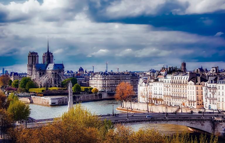 Notre Dame and Paris' river islands │© tpsdave