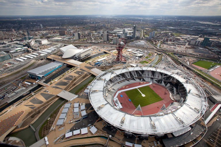 Aerial view of the Olympic Park showing the Olympic Stadium the Aquatics Centre and Water Polo Arena to the left. | © wikimedia.org