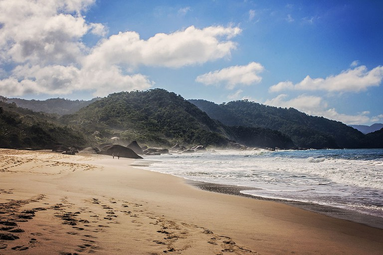 Beach in Paraty |© Eduardo Gabão/WikiCommons