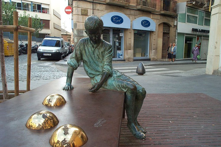Statue of a young Gaudí in Reus, Spain | ©Fausto50 / Wikimedia Commons