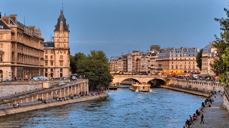 The left and right banks of Paris during the summe