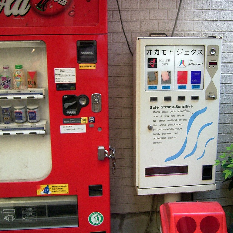 Condom vending machine | © Daiju Azuma / Flickr