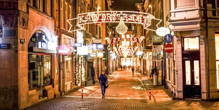 Waterstones and Marks And Spencer are located on Kalverstraat |©Franklin Heijnen/Flickr