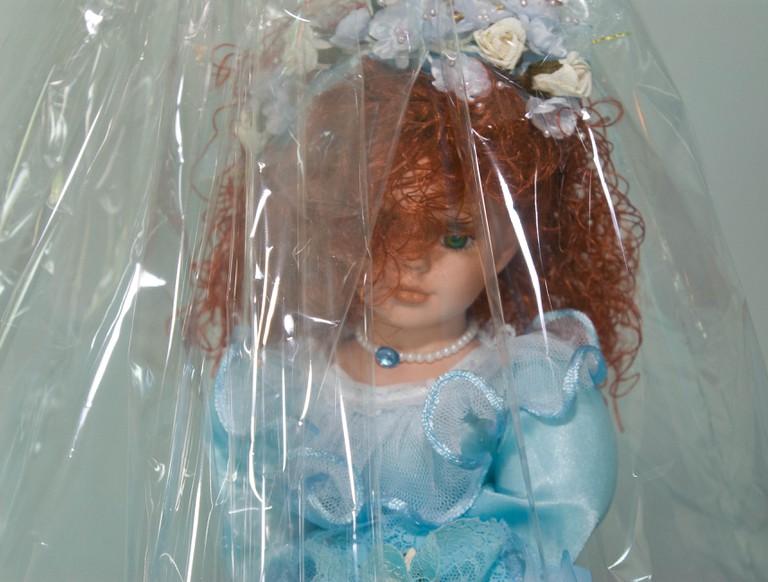 Quinceañera doll | © Maurice Thaler/Flickr