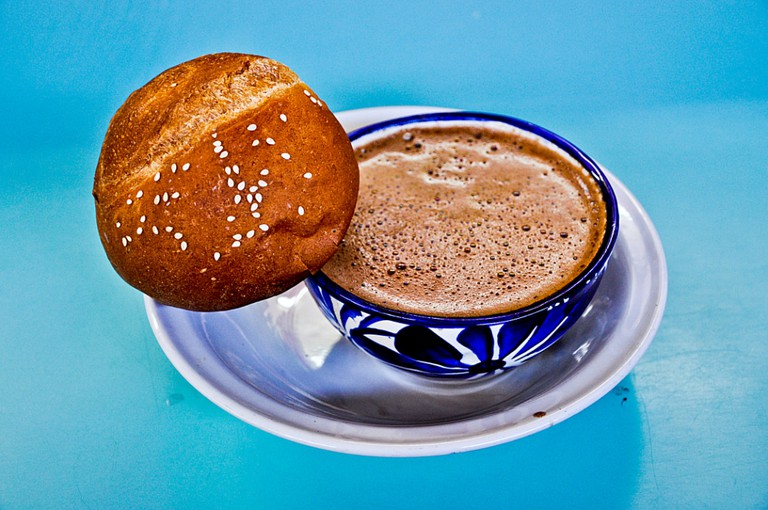 Coffee accompanied by pan de yema | © Eduardo Robles Pacheco/Flickr