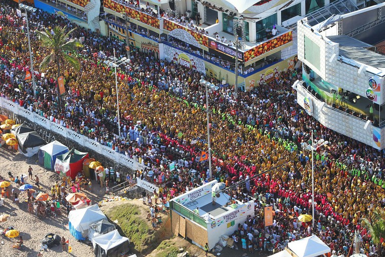 The street party crowds in Salvador |© Turismo Bahia/Flickr