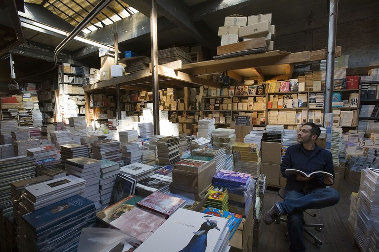 A bookshop storeroom in Paris │© Jorge Royan