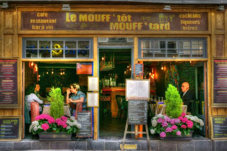 A café on Rue Mouffetard │