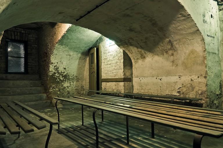 air raid shelter / MaxPixels