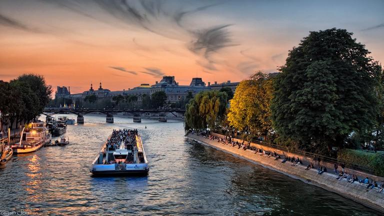 Bateaux Mouches on the Seine, Paris │© Joe deSousa / Flickr