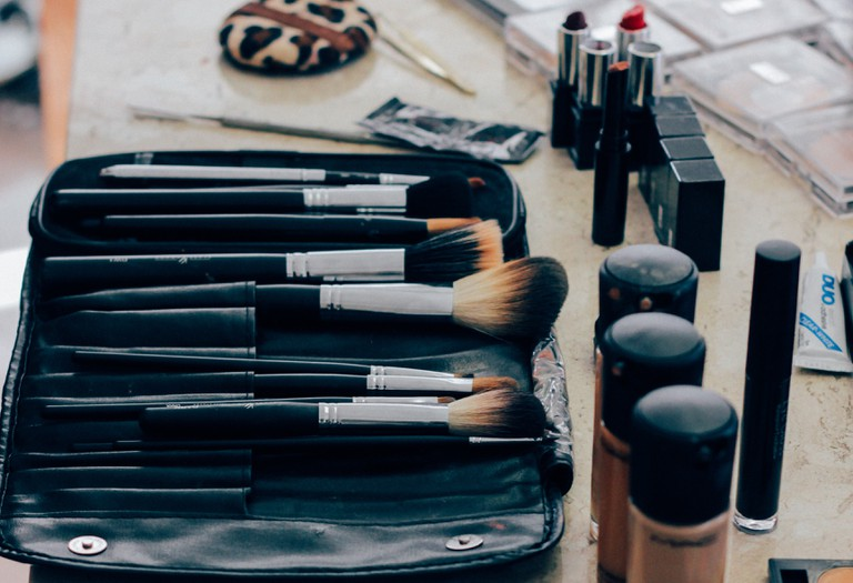 Cosmetic brushes and supplies | Manu Camargo / Unsplash