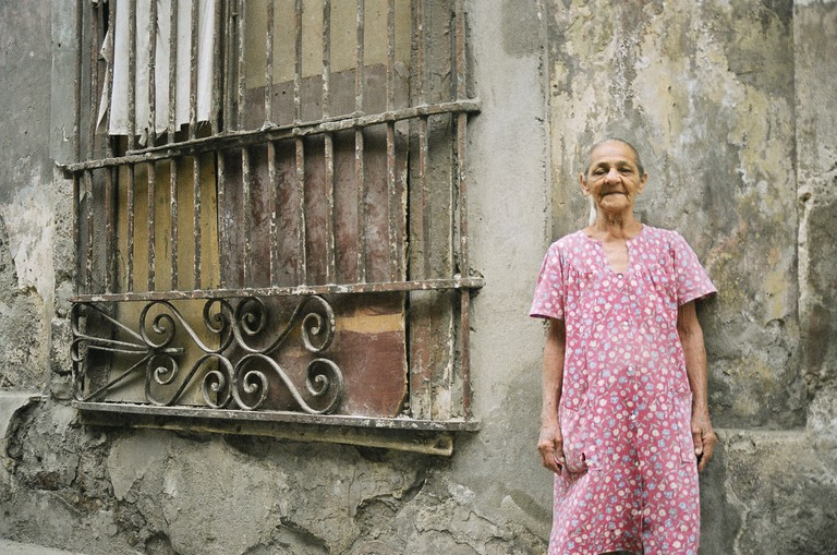 A local Cuban poses in front of her home © Cynthia Burkhardt