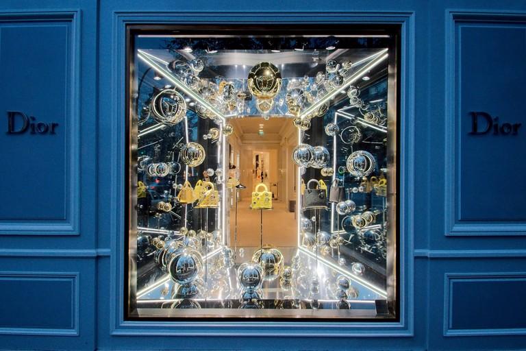Dior window on Avenue Montaigne │