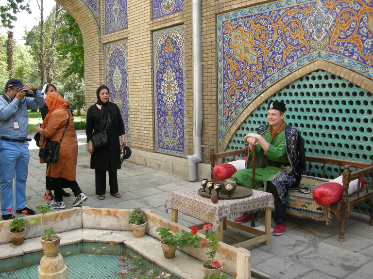 A Swedish tourist wear Qajar syles clothes | © Pontia Fallahi