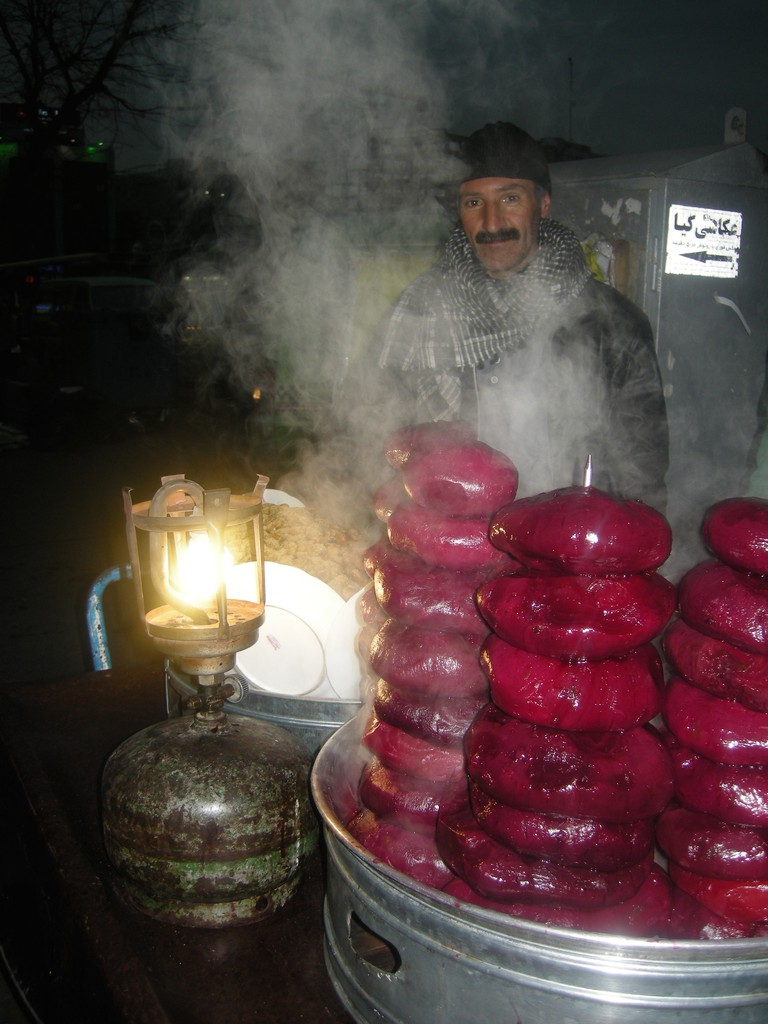 Friendly vendor selling giant beets | © Pontia Fallahi