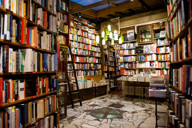 Interiors at Shakespeare and Company │© Kiren, Courtesy of Shakespeare and Company