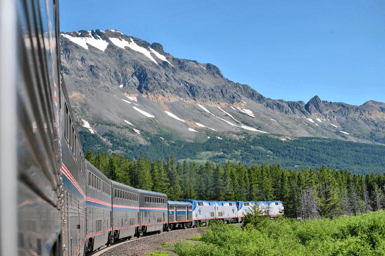 Eastbound Empire Builder ; Glacier Park MT | © Loco Steve/Flickr