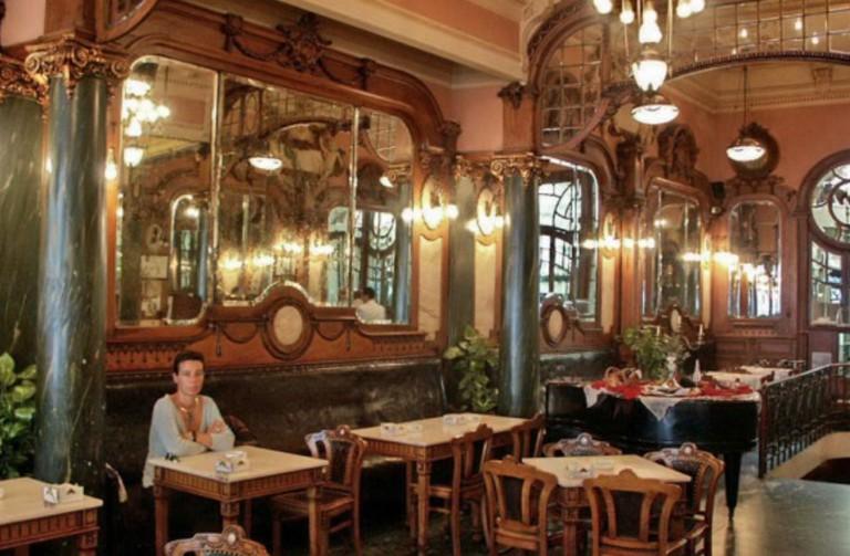 Inside a Porto café | © Local Porto