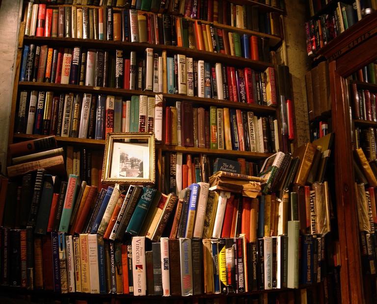 Second-hand bookstore in Paris │© Alexandre Duretz-Lutz