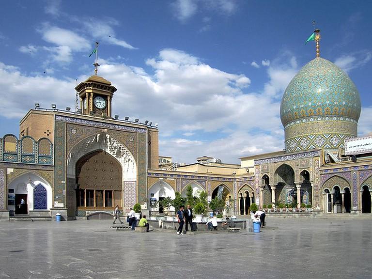 Open courtyard of Shah Abdol Azim Shrine | © David Stanley / Flickr