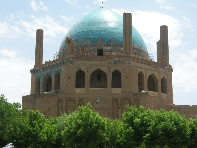 Turquoise dome of Soltaniyeh in Zanjan province | © Pontia Fallahi