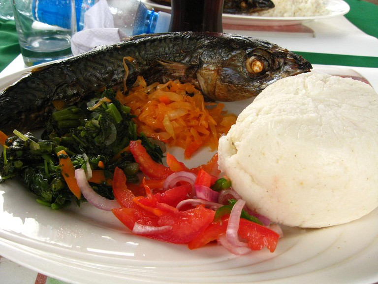 Ugali served with fish and veggies | © meaduva / Flickr