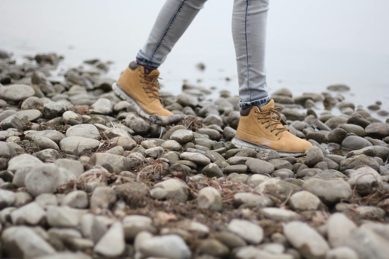 walking shoes / unsplash.com