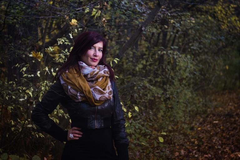 woman wearing a scarf |©musicFactory lehmannsound / PEXELS