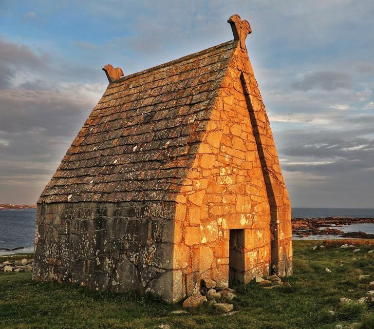 St. Macdara's Oratory   © Ronan Browne/Panoramio