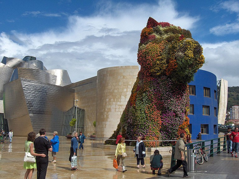 Puppy by Jeff Koons, Guggenheim Bilbao | © Georges Jansoone / Wikimedia Commons