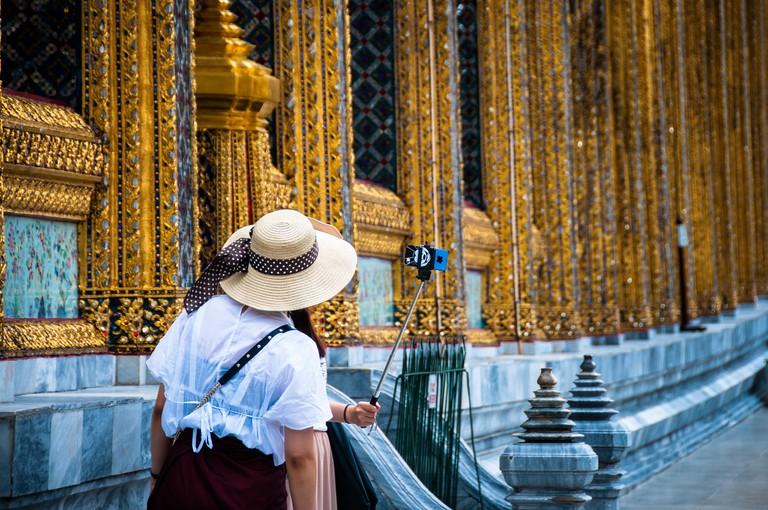 Selfie addicted Thailand. Royal Palace