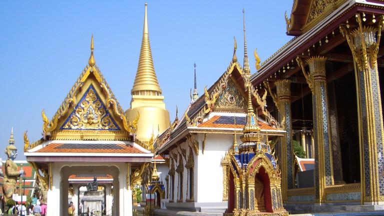 Thailand: marvelous golden Chedi of Sri Rattana