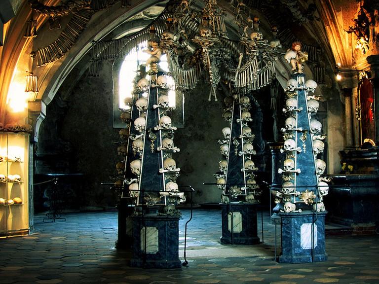 Skull pyramids